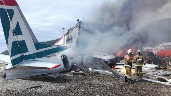 L'Antonov An-24 dopo lo schianto in Buriazia - Sputnik Italia
