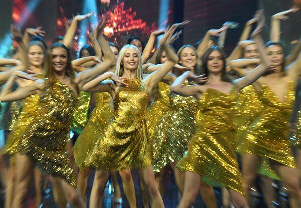 Una prova di ballo durante le finali del concorso di bellezza Krasa Rossii 2019 - Sputnik Italia