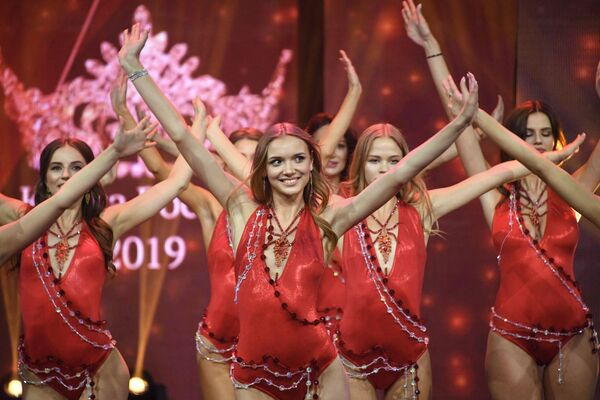 Una prova di ballo durante le finali del concorso di bellezza Krasa Rossii 2019, Mosca. - Sputnik Italia
