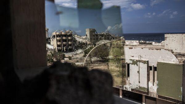 Vista su Tripoli attraverso finestra rotta - Sputnik Italia