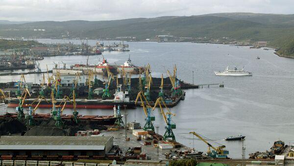 Porto di Severomorsk, nella regione di Murmansk, Russia europea settentrionale - Sputnik Italia