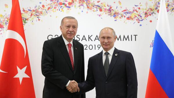 Il presidente della Turchia Recep Erdogan e il presidente russo Vladimir Putin durante il G20 di Osaka - Sputnik Italia