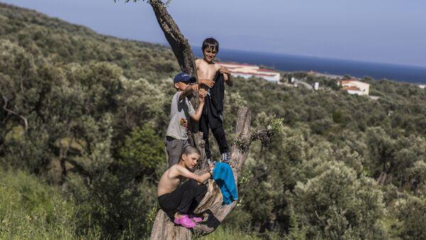 Bambini del campo di profughi Moria nell'isola greca di Lesbo - Sputnik Italia