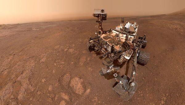 Selfie del rover Curiosity su Marte - Sputnik Italia