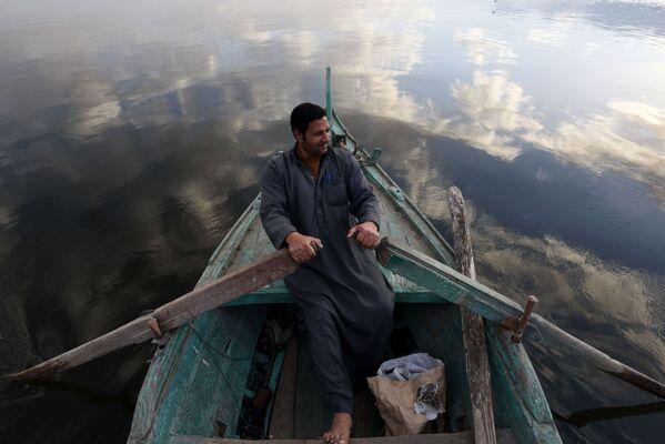 Un pescatore sul letto del fiume Nilo - Sputnik Italia