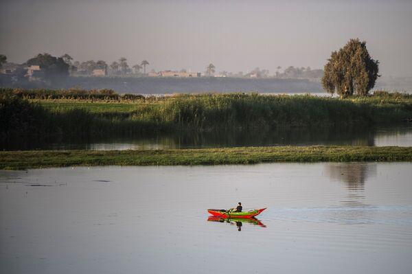 Un pescatore sul fiume Nilo in Egitto - Sputnik Italia