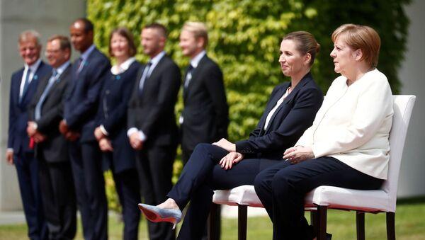 Il cancelliere tedesco Angela Merkel riceve il primo ministro della Danimarca Mette Frederiksen a Berlino - Sputnik Italia
