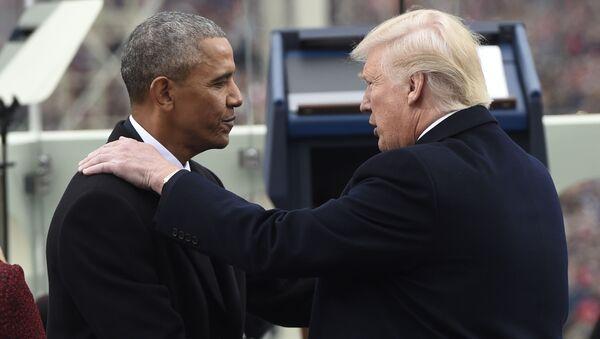 Барак Обама пожимает руку избранному президенту США Дональду Трампу - Sputnik Italia