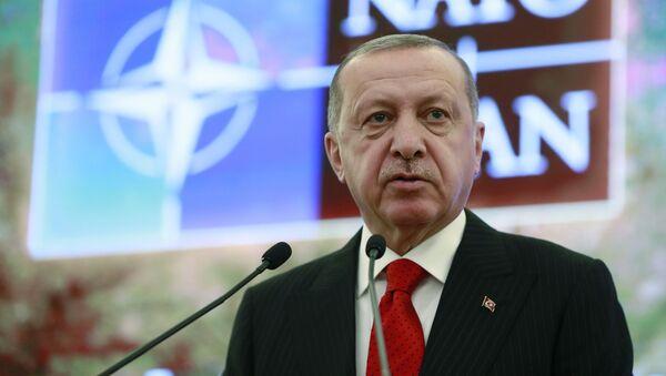 Il presidente turco Recep Tayyip Erdogan al Dialogo mediterraneo della NATO ad Ankara - Sputnik Italia