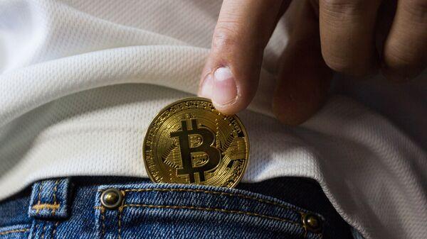 Un bitcoin in tasca - Sputnik Italia