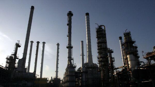 Impianto petrolifero a Teheran, Iran - Sputnik Italia