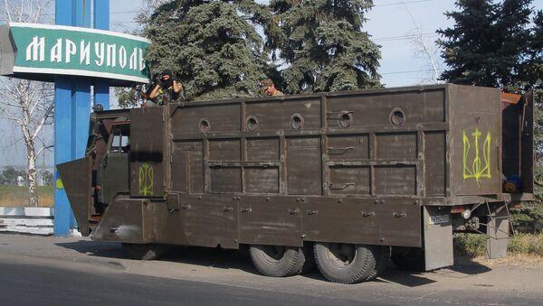 Un camion con i soldati ucraini a Mariupol - Sputnik Italia