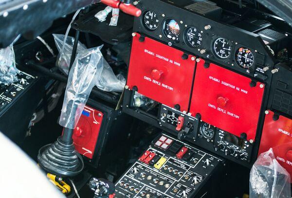 L'interno di una cabina di pilotaggio di un elicottero Ka-52 Alligator  - Sputnik Italia