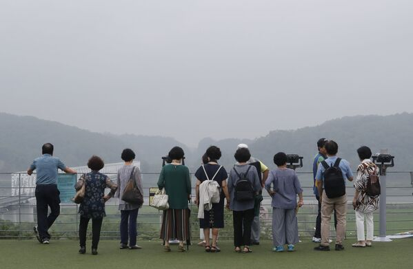 Gli spettatori a Paju, in Corea del Sud. - Sputnik Italia