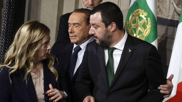 Matteo Salvini e Giorgia Meloni e Silvio Berlusconi - Sputnik Italia