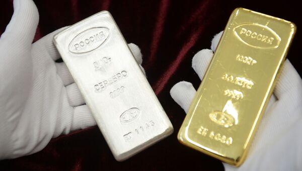 Un lingotto d'argento e un lingotto d'oro - Sputnik Italia
