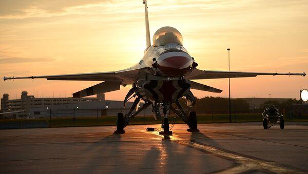 Un caccia F-16  - Sputnik Italia