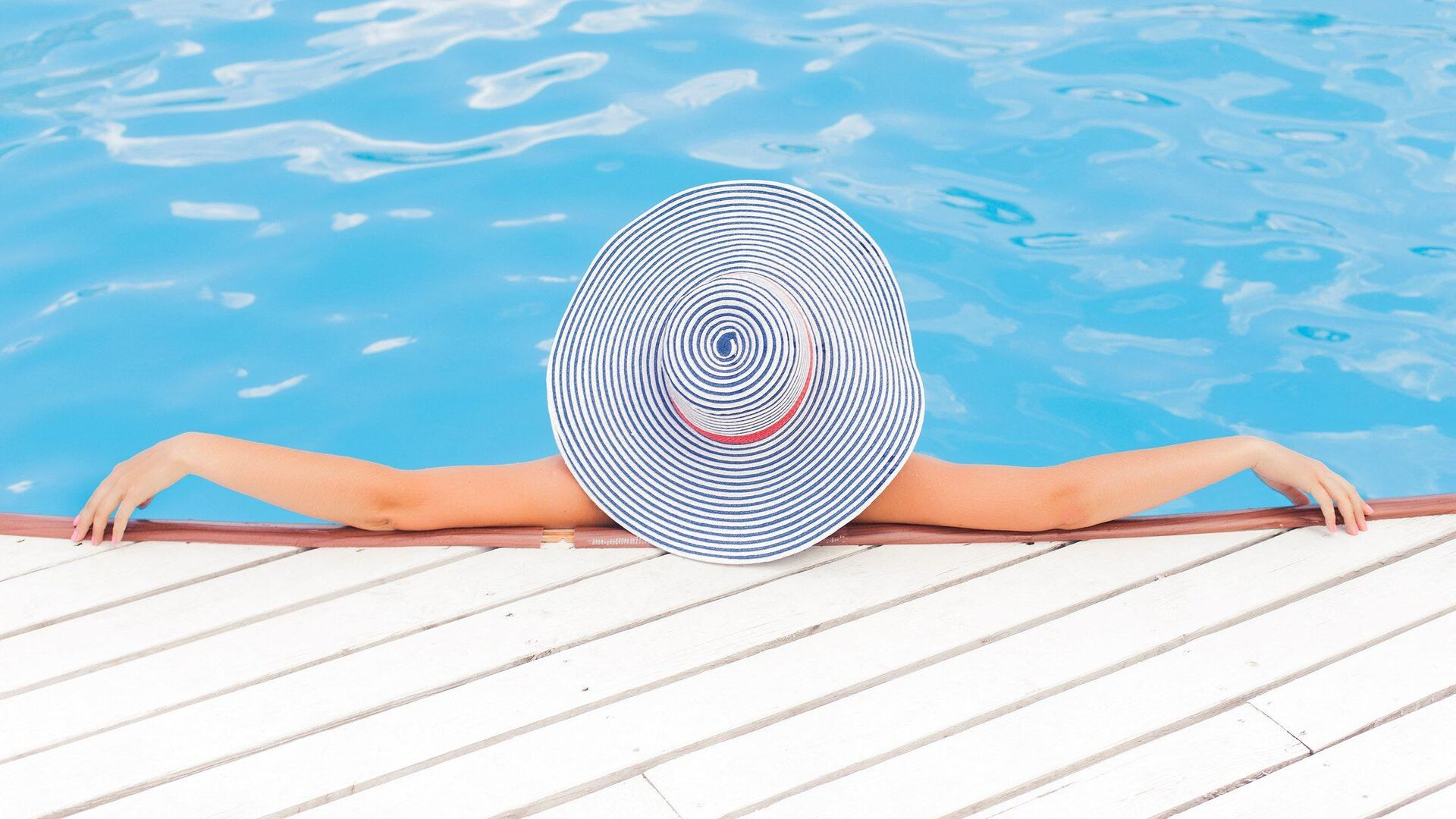 Donna in piscina - Sputnik Italia, 1920, 24.05.2021