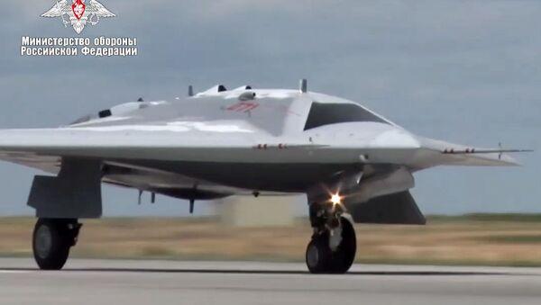 Il primo volo del drone Okhotnik - Sputnik Italia