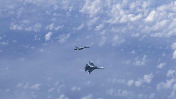 Il caccia F-18 della Nato ha seguito l'aereo del ministro Sergey Shoigu nello spazio aereo sopra le acque internazionali del Mar Baltico - Sputnik Italia