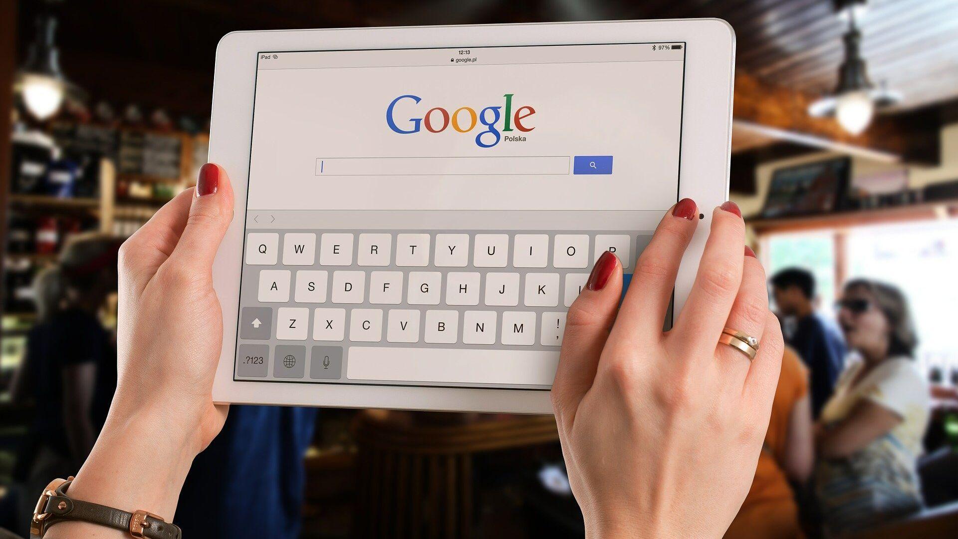 Google su un tablet - Sputnik Italia, 1920, 05.02.2021
