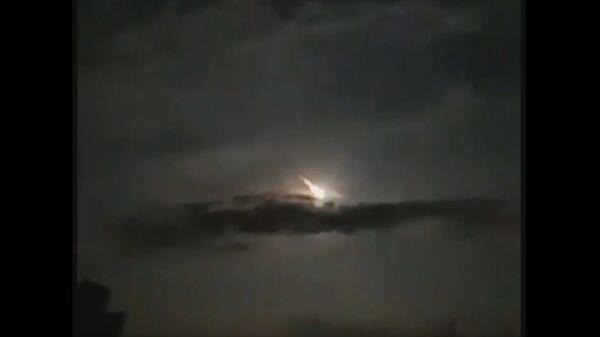 Un meteorite nel cielo notturno - Sputnik Italia