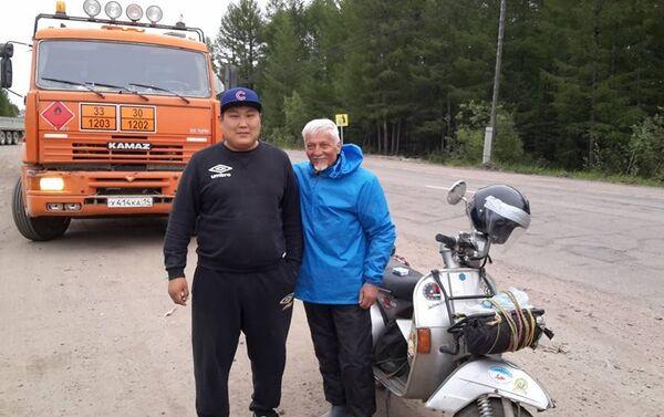 Stefano e un amico di strada, il camionista Evgenij - Sputnik Italia