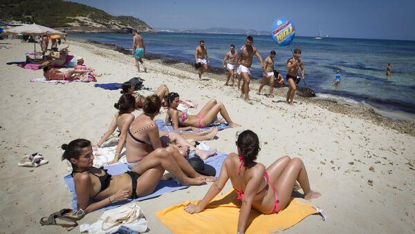 La spiaggia di Ibiza - Sputnik Italia