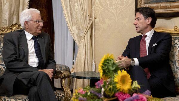 Il Presidente della Repubblica Sergio Mattarella  con il Presidente del Consiglio Giuseppe Conte - Sputnik Italia