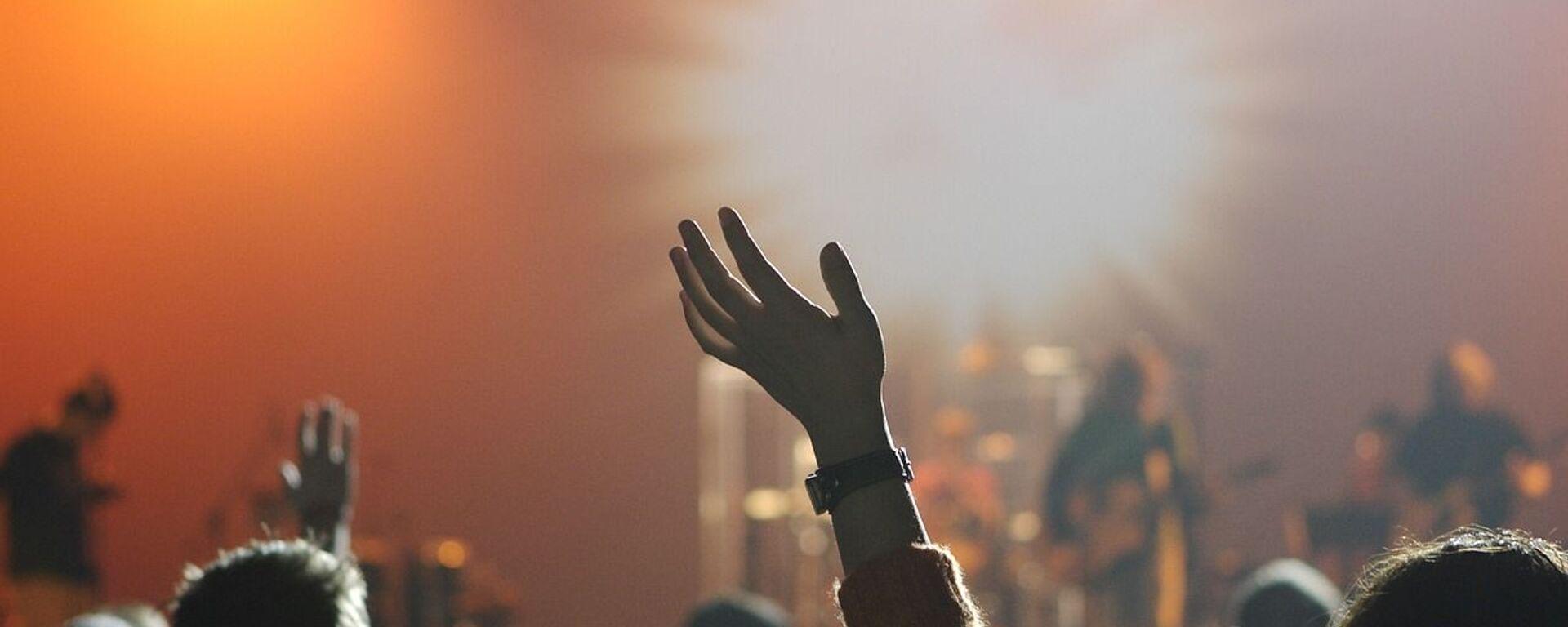 Ragazzi ad un concerto. In un anno di stop le cifre date da Bauli in piazza fotografano un settore in ginocchio: -89% concerti dal vivo. - Sputnik Italia, 1920, 24.09.2021