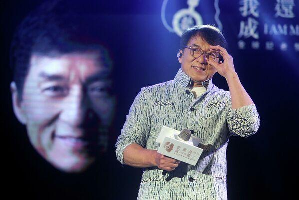 Il quinto posto e $ 58 milioni vanno all'attore cinese Jackie Chan. - Sputnik Italia