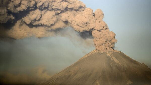 Fumo sul vulcano Popocatepetl, Messico - Sputnik Italia