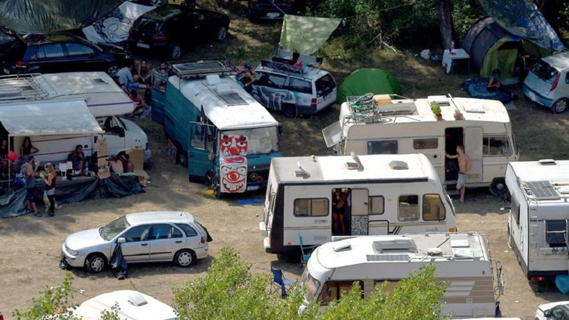 Rave party al parco nazionale dell'Appennino Lucano Val d'Agri nel Lagonegrese - Sputnik Italia, 1920, 18.08.2021
