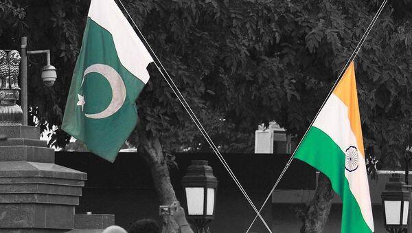 Le bandiere dell'India e Pakistan - Sputnik Italia