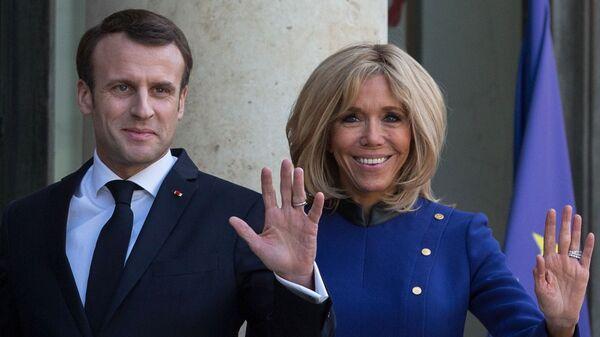 Brigitte e Emmanuel Macron - Sputnik Italia