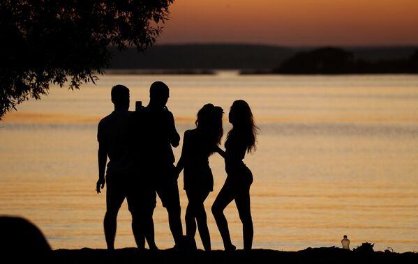 Il tramonto visto dalla sponda di un lago a Minsk, in Bielorussia. - Sputnik Italia