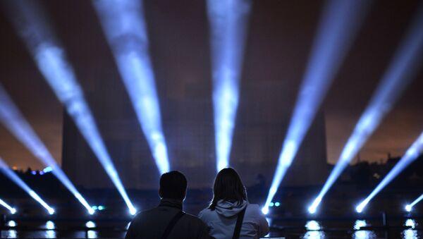 Uno degli show laser dell'edizione 2016 del Festival Krug Sveta - Sputnik Italia