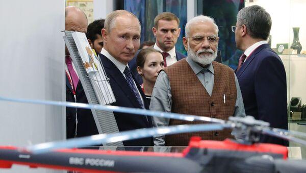 Putin e Modi al Forum Economico Orientale di Vladivostok - Sputnik Italia