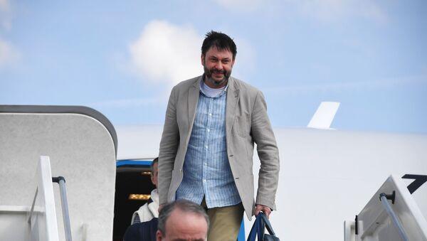Aereo con Kirill Vyshinsky ed altri cittadini russi atterra a Mosca - Sputnik Italia