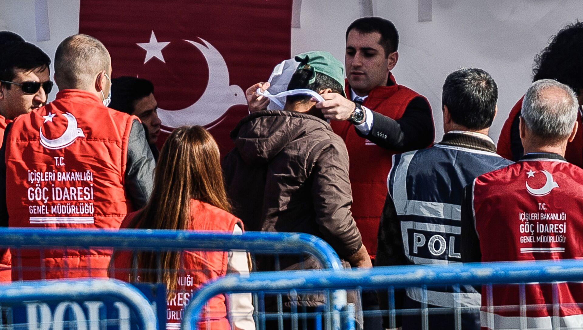 Migranti deportati dalla Grecia arrivati in Turchia - Sputnik Italia, 1920, 03.04.2021