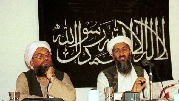 Ayman al-Zawahri, a sinistra, durante una conferenza stampa insieme ad Osama bin Laden in Afghanistan nel 1998. - Sputnik Italia