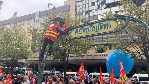Lo sciopero degli indetti nel settore Trasporti in Francia - Sputnik Italia