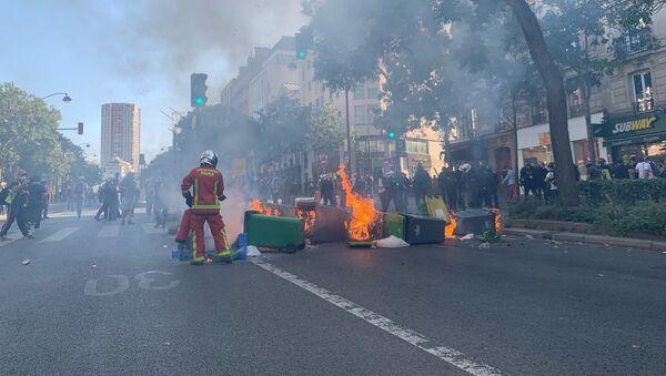 La marche pour le climat rejointe par les Gilets jaunes se tient à Paris - Sputnik Italia