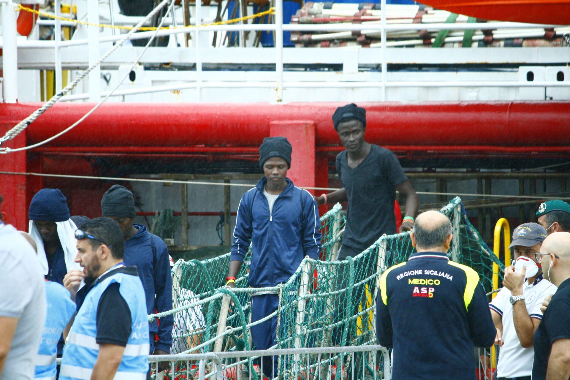 Frontex ora è nel mirino: spese pazze per le feste e violazioni sui migranti - Sputnik Italia, 1920, 09.02.2021