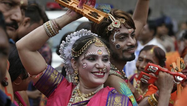 Indian Hindu devotees participate in the annual festival of Rath Yatra, or chariot procession, in Ahmadabad, India, Thursday, July 4, 2019 - Sputnik Italia