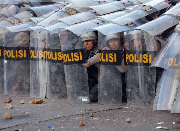 Dispiegati rinforzi di polizia e forze di sicurezza aggiuntive nelle città in cui imperversano le rivolte - Sputnik Italia