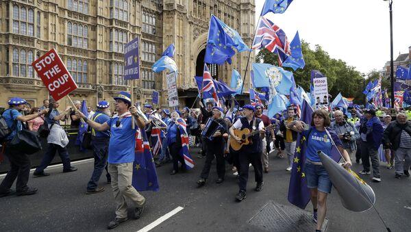 Proteste contro la Brexit vicino alla sede del Parlamento britannico - Sputnik Italia