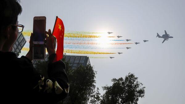 La gente alla parata militare in Cina - Sputnik Italia