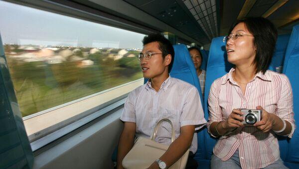 Cinesi in treno magnetico - Sputnik Italia