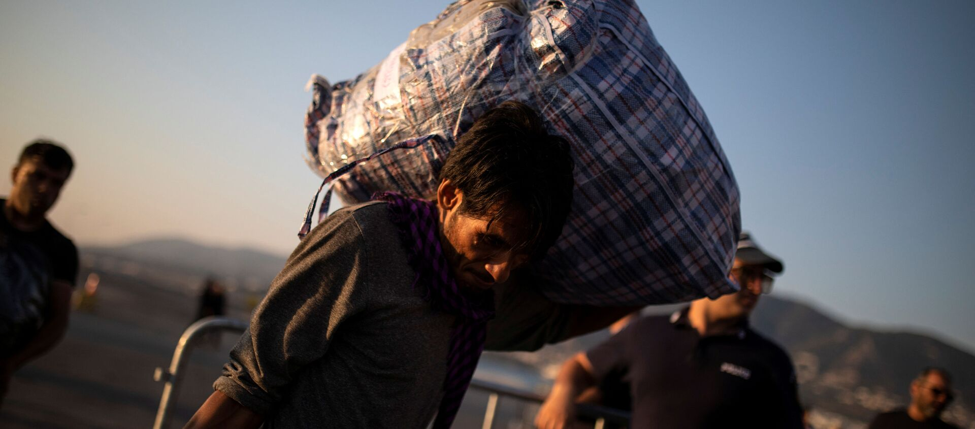Migrante afghano in Grecia - Sputnik Italia, 1920, 05.10.2019